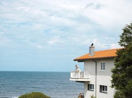 Casa de cuento en la playa de Oyambre