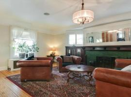 BEAUTIFUL CLASSIC 1905 13 BEDROOMS 9 BATHROOMS HOME IN THE HEART OF MINNEAPOLIS