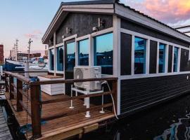 House Boat Amanda