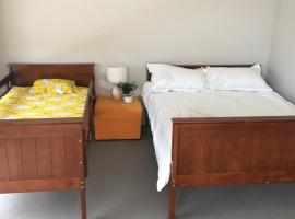5 bed room house+WiFi + Walk to supermarket