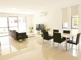 HomePlus - Modern, Spacious home at popular Hopd Island Resort
