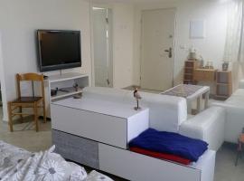 Esti apartment, Bet Leẖem HaGelilit (рядом с городом Qiryat Tiv'on)