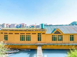 2 BHK Houseboat in Zero Bridge, Srinagar(F3B1), by GuestHouser