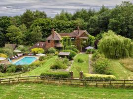 The Limes Country House with heated pool & Hot Tub, Грэйт-Миссенден