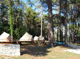 Camp 'Dvor' bell tent accommodation, Manjadvorci (рядом с городом Glavani)