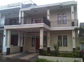 The Grand Apple Villa's, Sindanglaya (рядом с городом Cibodas)