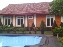 Rumah tiis inah, Megamendung (рядом с городом Cipayung)