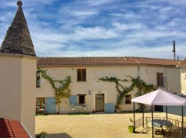 Boutique Farmhouse Cottages with Pool, 6 Bedrooms - Angulus Ridet (Loire Valley)