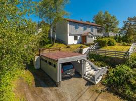 Beautiful house in Hjellestad with big garden and sea view.