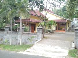 Herry's Guesthouse 3, Tamansuruh
