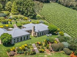 Mornington Peninsula's Sandstone Estate Private Vineyard and Accommodation, Red Hill (Balnarring Beach yakınında)