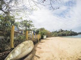 Casa pé na areia/ Perequê Mirim - Acesso à praia de Santa Rita