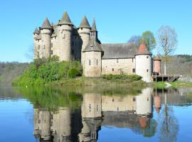 Chateau De Val, Lanobre (рядом с городом Margerides)