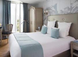 Hotel Plaza Elysées