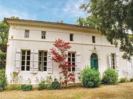 Thirteen-Bedroom Holiday Home in St. Medard de Mussidan, Saint-Martin-l'Astier (рядом с городом Saint-Laurent-des-Hommes)