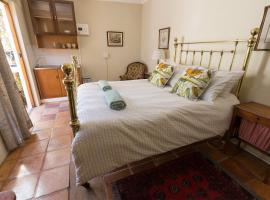 Private Bedroom in Southern Suburbs Manor