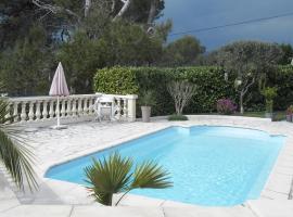 Charmante Villa à 15 min de Nice avec piscine commune