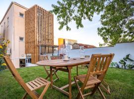 Peach Hostel & Suites