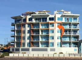 Wallaroo Marina Waterfront Luxe Apartment