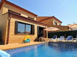 Pineda de Mar Villa Sleeps 10 Pool WiFi