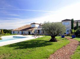 Rouquette Villa Sleeps 12 Pool WiFi