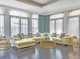 Five Bedroom Villa with Private Pool and Beach Access in Palm Jumeirah by Deluxe Holiday Homes