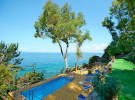 Sant'Agata sui Due Golfi Villa Sleeps 8 Pool WiFi