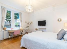 Welcoming 1 bed flat in Maida Vale w/ garden!
