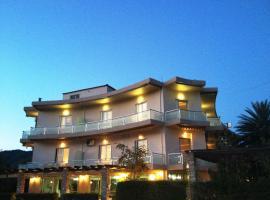 Souris Hotel, Ровиес