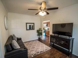 Hays St Cozy Remodeled 2BR/2BA house sleeps 8
