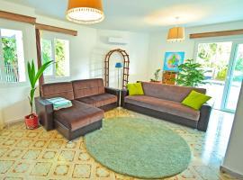 Larimar House ~Quite, beautiful, spacious~