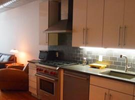 New York Apartment Sleeps 6 WiFi