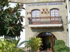 Hotel Anfiteatro Romano, Santiponce (La Algaba yakınında)