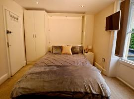 Stylish & cosy studio apartment near town centre