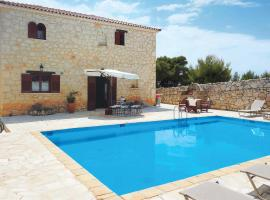 Loucha Villa Sleeps 6 Air Con WiFi