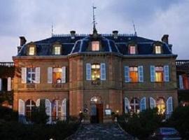 Chateau de Larroque, Gimont (рядом с городом Aubiet)