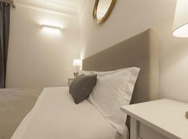 Victoria Small Suite