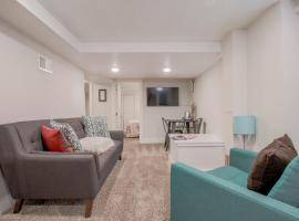 Remodeled 2br / 1ba Basement Suite with Kitchenette in South Capitol Hill