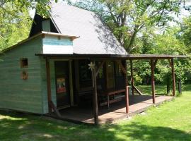 dřevěná chata na zahradě