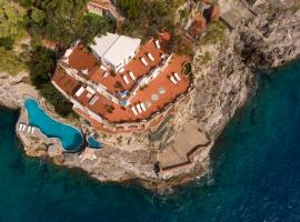 San Michele di Serino Villa Sleeps 14 Pool Air Con