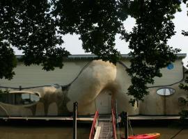 Houseboat Gaudi aan de Rijn, Arnhem