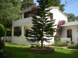 Paraschos Studios, Трулос (рядом с городом Кукунарис)