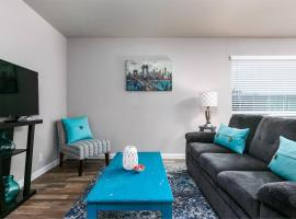 Quiet + Cozy 1BR | Walk to Downtown | Parking