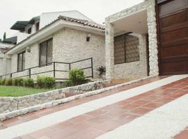 Cuartos Privados En Amplia Casa Con Piscina By Parceros Group