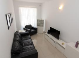 NEW: Cosy 2 Bedroom (up from St.George's Bay)