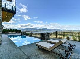 Kelowna new luxury home with infinity pool & stunning lake/city views