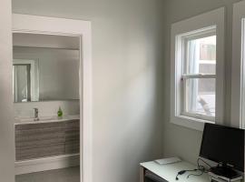 Private room/bath/office near BART
