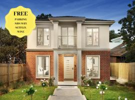 NEW Inner Melb Luxury Modern Grand Holiday House - Great Location, Wifi, Parking