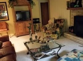 Three Bedroom Cozy house w/Style