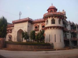 Hammeer Garhi Heritage Resort, Basāri (рядом с городом Chhatarpur)